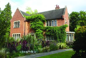 Watford, Chesyln House and Gardens © Watford Borough Council